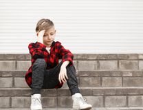 Blonder netter Junge Lizenzfreie Stockfotos