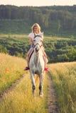 Blonder Pferdereiter Lizenzfreie Stockbilder