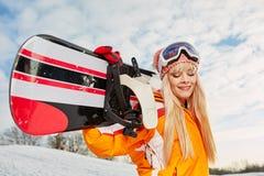 Blonder Snowboarder auf Schnee Stockbild