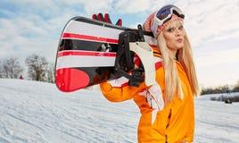 Blonder Snowboarder auf Schnee Lizenzfreies Stockbild