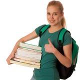 Blonder Student mit dem Stapel von Büchern und von Rucksack, glücklich, kn zu erhalten Stockfoto