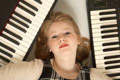 Blonder Tastaturspieler Stockfoto