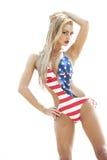 Blonder tragender Badeanzug der amerikanischen Flagge Stockfoto