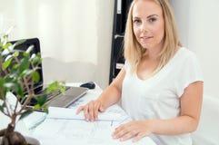 Blonder weiblicher Architekt Lizenzfreies Stockbild
