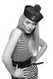 Blonder weiblicher Seemann, der in ihrer Uniform aufwirft Stockbilder
