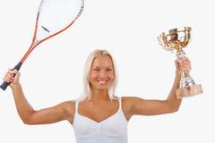 Blonder weiblicher Tennisspieler lokalisiert auf einem weißen Hintergrund Stockbild