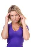 Blonder Wunschzweifel oder -kopfschmerzen der jungen Frau Lizenzfreie Stockfotos