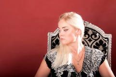 Blondes Art- und Weisemädchen-Portrait Lizenzfreie Stockfotografie