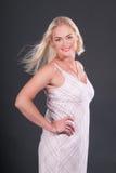 Blondes Art- und Weisemädchen-Portrait Stockbilder