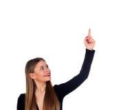 Blondes attraktives Mädchen, das etwas mit ihrem Finger anzeigt Stockfoto