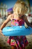 Blondes Baby auf dem Strand Stockfotografie