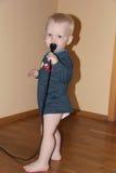 Blondes Baby im Haus Stockfotografie