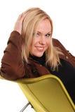 Blondes Baumuster auf Stuhl Lizenzfreie Stockbilder