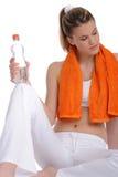 Blondes Baumuster mit orange Eignungtuch Stockbild