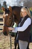 Blondes Baumuster mit Pferden Lizenzfreie Stockbilder