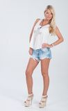 Blondes behaartes Modell in der Americanaausstattung Stockbilder
