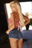 Blondes Bikini-Modell Lizenzfreies Stockbild