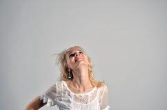 Blondes dünnes Frauenporträt Stockfotografie