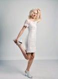 Blondes dünnes Frauenporträt Stockfotos
