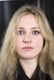 Blondes ernstes jugendlich Mädchen Lizenzfreie Stockfotografie