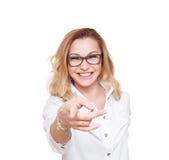 Blondes Frauenlachen und Punktfinger lokalisiert auf weißem Hintergrund Lizenzfreies Stockbild