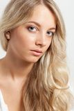 Blondes Frauennahaufnahme-Gesichtsportrait Lizenzfreie Stockfotografie