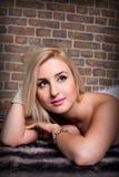 blondes Frauennahaufnahmeportrait Lizenzfreie Stockbilder
