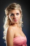 Blondes Frauenportrait der Nahaufnahme Stockfotografie