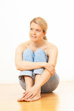 Blondes Frauensitzen Stockfotos