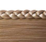 Blondes gerades Haar und Zopf oder Zopf lokalisiert Stockfoto