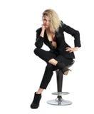 Blondes Geschäftsmädchen, welches die Kamera betrachtet Lizenzfreies Stockfoto