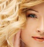 Blondes Gesicht der jungen Frau lizenzfreies stockfoto