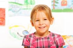 Blondes glückliches kleines Mädchen Stockfotografie