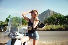 Blondes glückliches Mädchen Stockfotografie