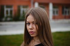 Blondes hübsches Mädchen mit dem langen Haar Lizenzfreie Stockfotografie