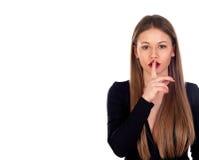 Blondes hübsches Mädchen mit den roten Lippen fordert Ruhe Lizenzfreie Stockfotos