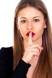 Blondes hübsches Mädchen mit den roten Lippen fordert Ruhe Lizenzfreies Stockfoto