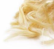 Blondes Haar auf weißem Hintergrund Lizenzfreie Stockfotografie