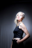 Blondes Haar-blaue Augen-amerikanische Frau Stockfoto