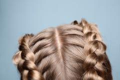 Blondes Haar der Nahaufnahme mit Zöpfen Stockfoto