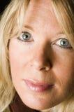 Blondes Haar der reizvollen Frau Stockfotografie