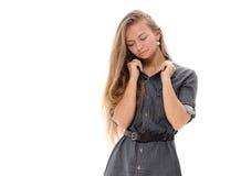 Blondes Haar des schönen Mädchenmodells, das Studio aufwirft Lizenzfreies Stockbild