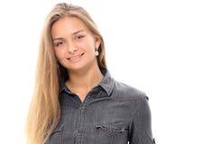 Blondes Haar des schönen Mädchenmodells, das Studio aufwirft Lizenzfreie Stockfotografie