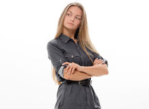 Blondes Haar des schönen Mädchenmodells, das Studio aufwirft Stockfotos