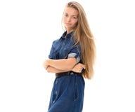 Blondes Haar des schönen Mädchenmodells, das Studio aufwirft Stockfotografie