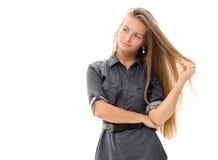 Blondes Haar des schönen Mädchenmodells, das Studio aufwirft Stockfoto