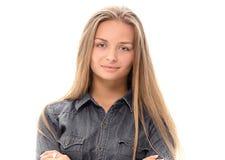 Blondes Haar des schönen Mädchenmodells, das Studio aufwirft Lizenzfreie Stockfotos
