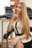 Blondes Haar Frau im Haarsalon Stockfoto