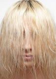 Blondes Haar mit einem geschlossenen Gesicht Lizenzfreie Stockbilder