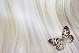 Blondes Haar mit Schmetterling Stockfotos
